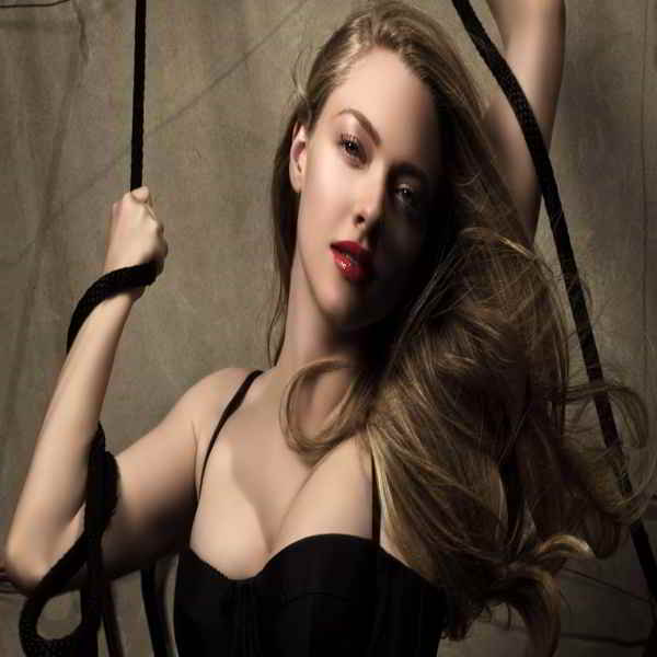 Amanda Seyfried Bra Size & Body Measurements