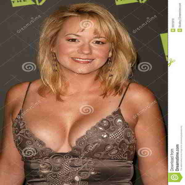 Megyn Price Bra Size and Body Measurements