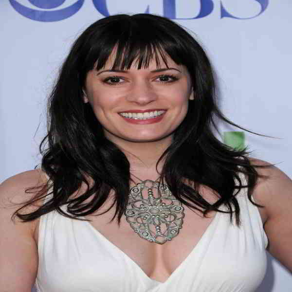 Paget Brewster Bra Size and Body Measurements