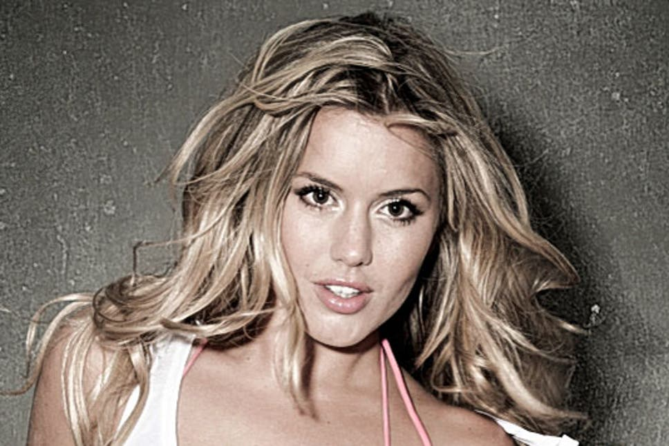 Caggie Dunlop Cup Size Height Weight